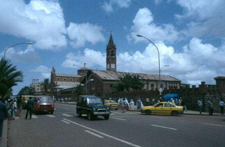 Auf dem Weg von Mainz nach Kapstadt machten wir 1995 auch Halt in Asmara, Eritrea, für das heute eine Teilreisewarnung besteht.