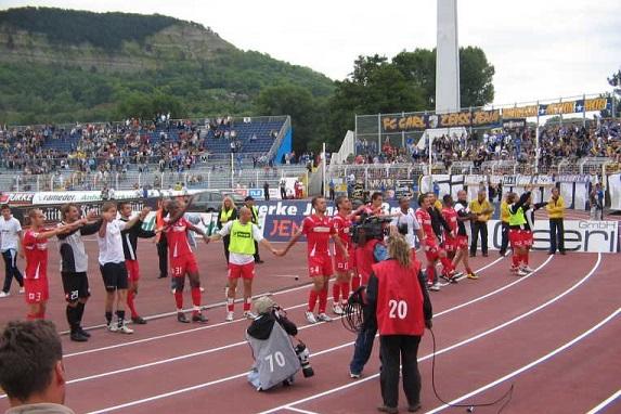 Blick auf das Ernst-Abbe-Sportfeld nach dem Spiel von Mainz 05 bei Carl-Zeiss-Jena.