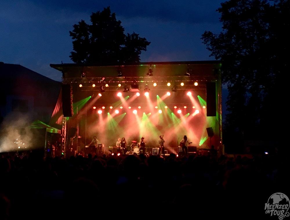 Zur blauen Stunde vor der Hauptbühne über den Dächern von Mainz