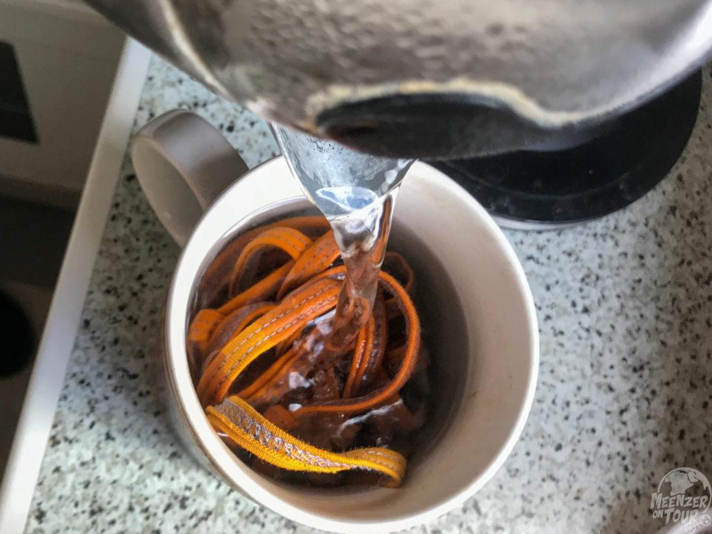 Die Maske von Bingabonga lässt sich beispielsweise mit Wasser in der Tasse auskochen...